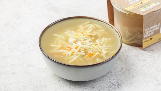 Суп «Куриный» с домашней лапшой с бесплатной доставкой на дом из «ВкусВилл» | Санкт-Петербург